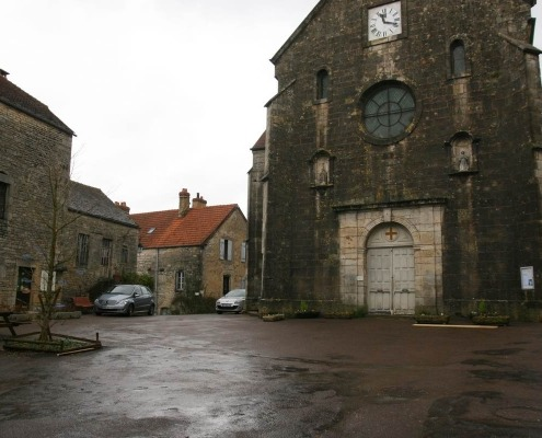 Flavigny-sur-Ozerain kerk Bourgondie cotedor Frankrijk dorp
